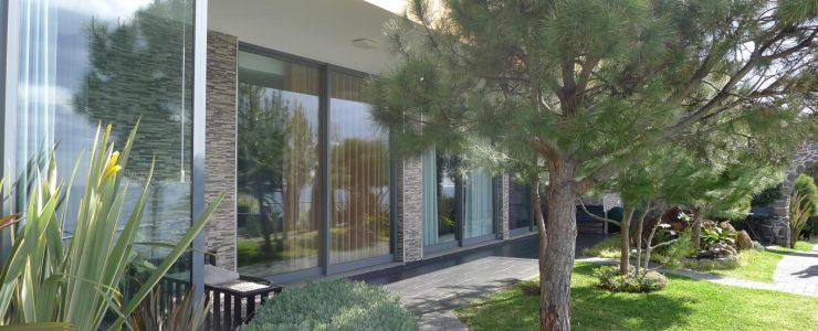 Contemporary Villa in Caniço